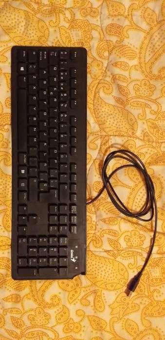 Teclado Genius puerto USB