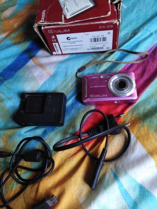 Vendo camara digital CASIO EXILIM EX-Z9 de 8,1 Megapixeles Edicion ROSA