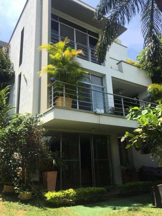 Casa En Venta En Cali <strong>ciudad</strong> Jardin Cod. VBUNI9774
