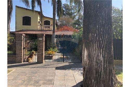 Casa a la Venta tres Dormitorios, quincho y patio