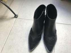 Botas negras de cuero