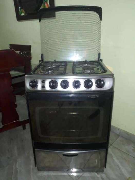 Se vende estufa a gas con horno