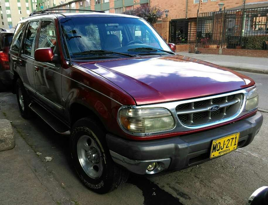Ford Explorer 2000 - 150000 km