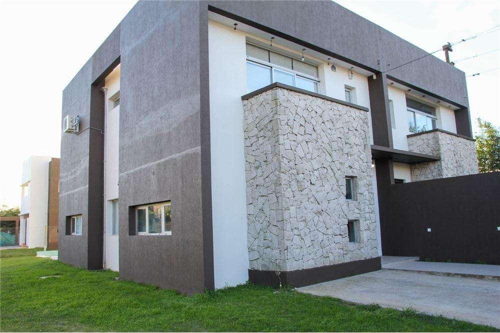 Casa en venta 3 dormitorios en PH en Villa Elisa