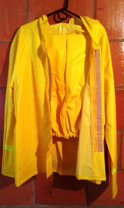 IMPERMEABLE CAUCHO DENSO .