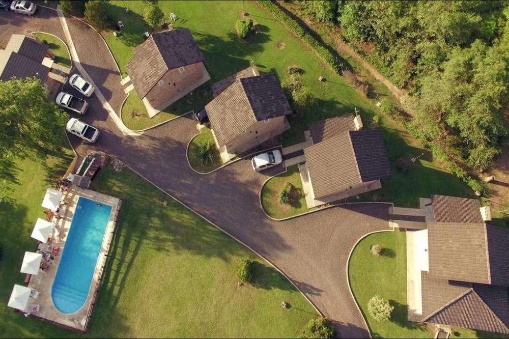 cn76 - Complejo para 2 a 8 personas con pileta y cochera en Villa General Belgrano
