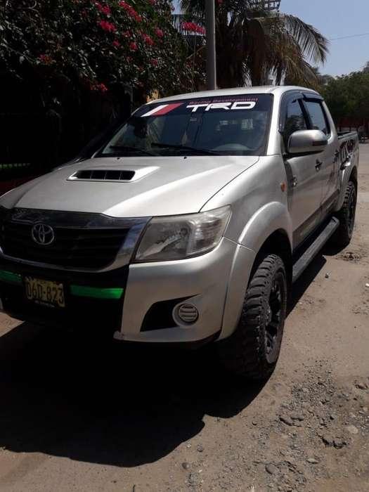 Toyota Hilux 2012 - 230000 km