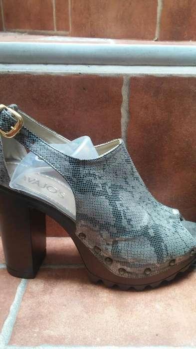 Zapatos Altos en Cuero Talla 40 Nuevos