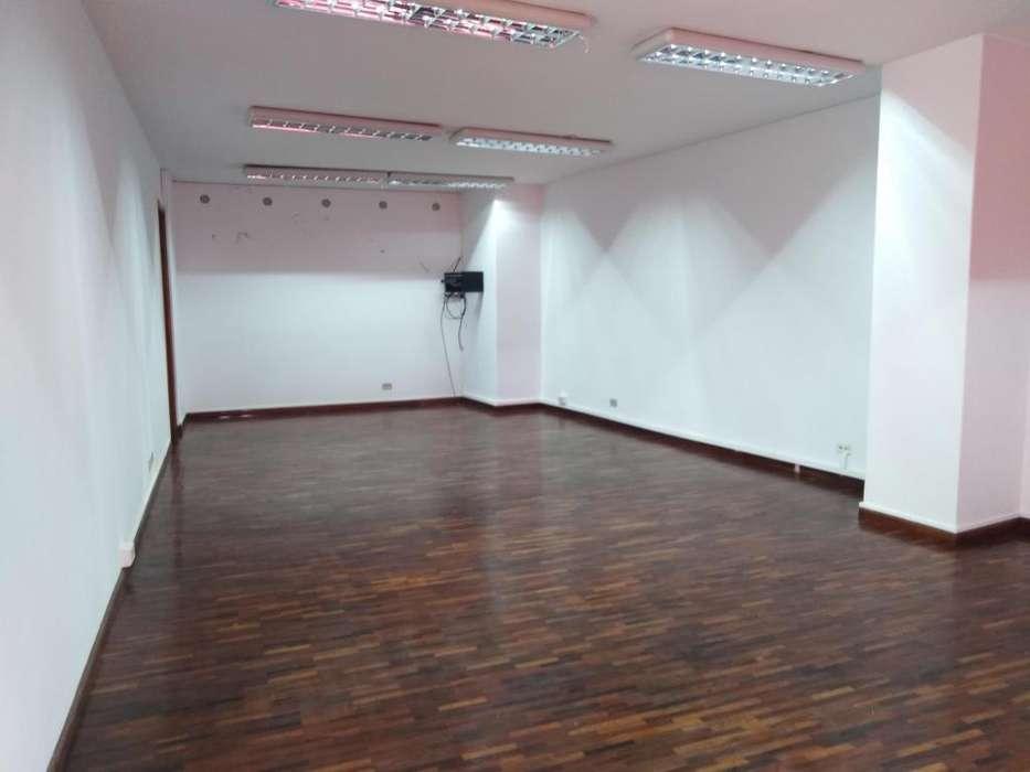 Oficina De Arriendo Centro Norte De Quito Sector Amazonas Cod: A345