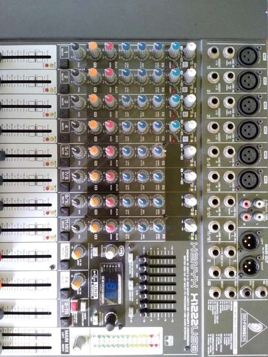 Consola Behringer 12 Canales