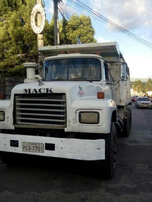 Volqueta Mack