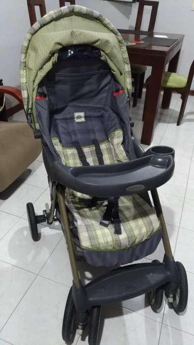 Coche para bebé, silla y base para carro marca Graco