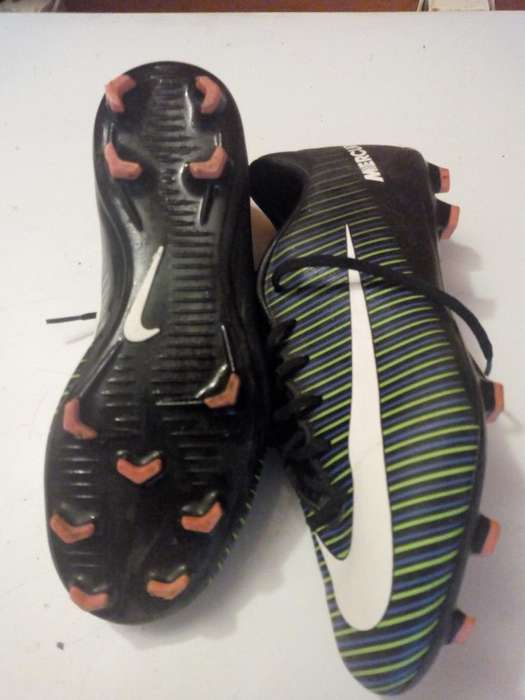 Botines Fubtol 11 Nike Mercurial son 37.5