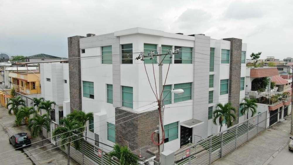 Venta de <strong>edificio</strong> Comercial Esquinero Impecable Garzota
