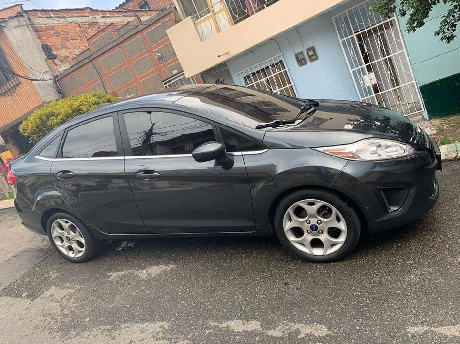 Ford Fiesta  2011 - 65000 km
