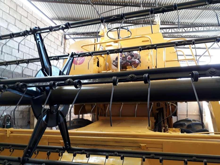 Se vende cosechadora New Holland 8040
