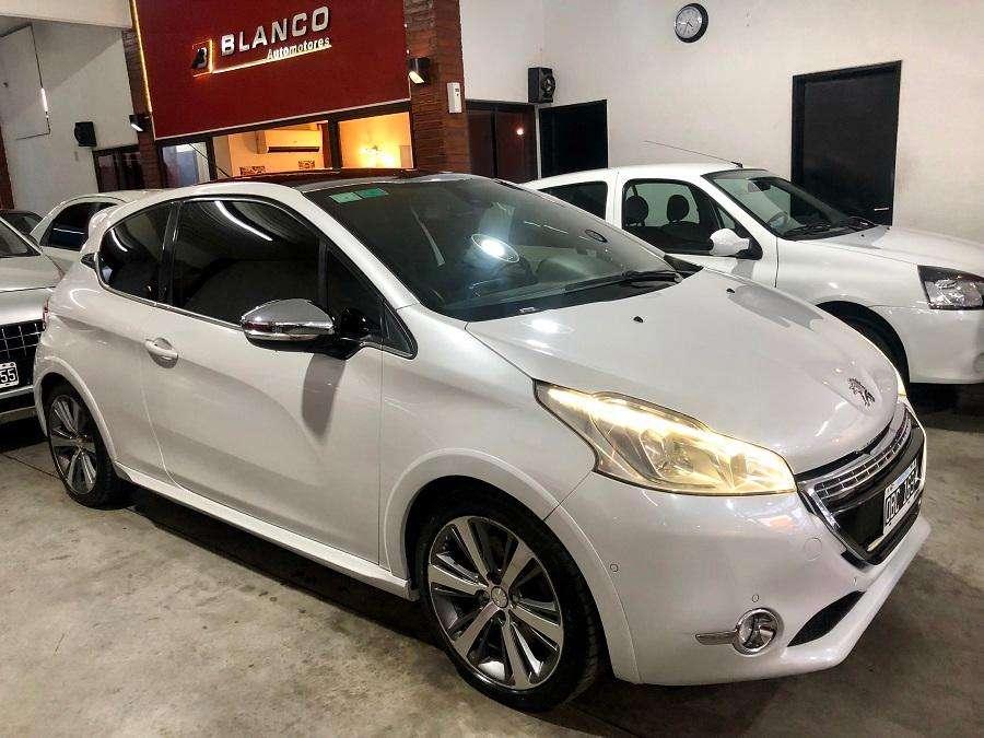 Peugeot 208 2014 - 1212 km