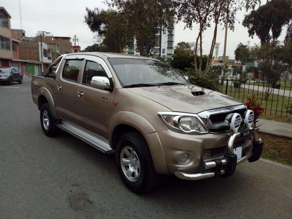 Toyota Hilux 2010 - 108000 km