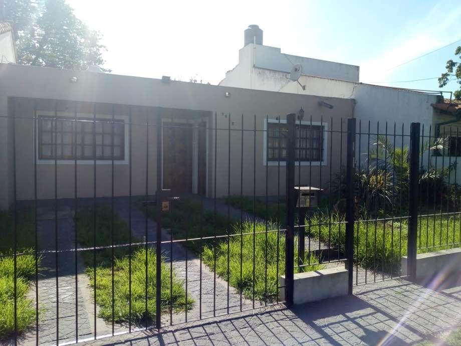 Casa en alquiler en Parque Johnston