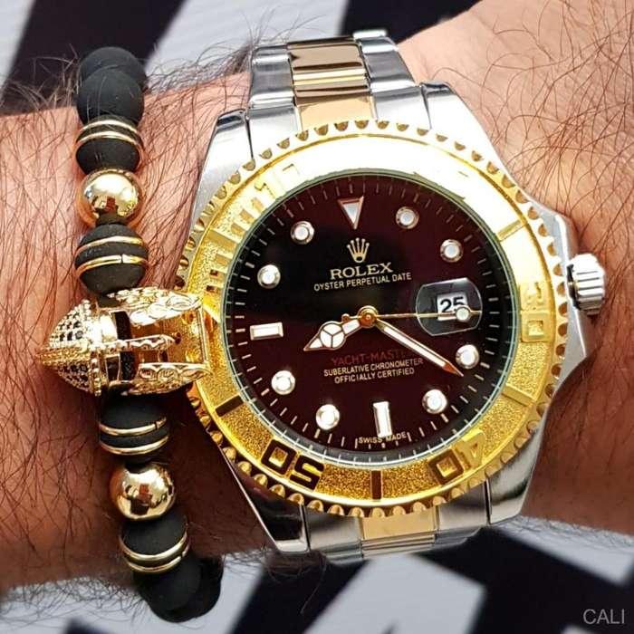 Reloj Rolex en doble color plateado con dorado fondo negro para hombre