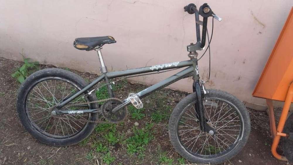 Bicicleta Vairo Skull rodado 20