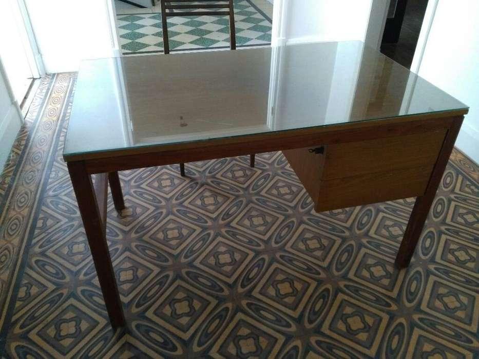 <strong>escritorio</strong> de Madera con Cajones.vidrio.