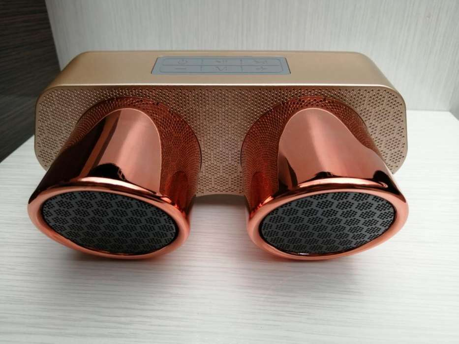 Speaker Bluetooth Tipo Escape de Coche