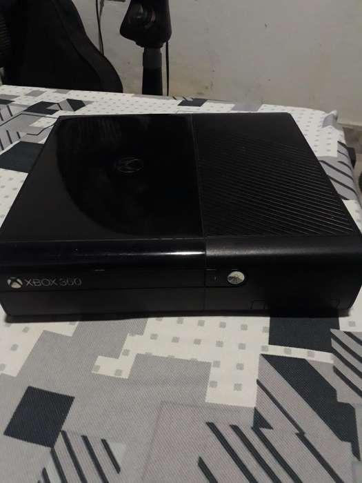 Se Vende Xbox360 2 Palancas Poco Uso.