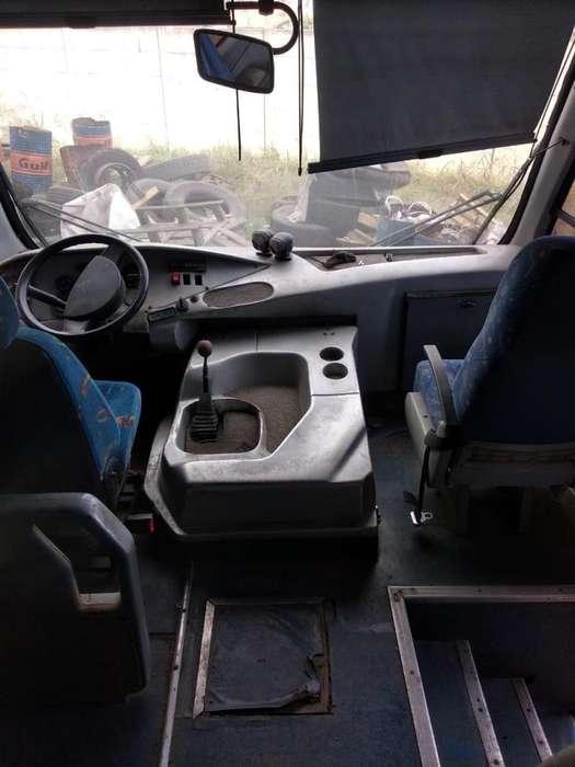 Mini-bus seminuevo, 24 asientos.