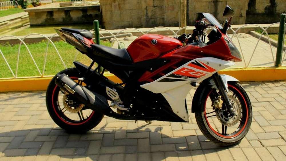 Yamaha R15 Moto Semi <strong>nueva</strong>
