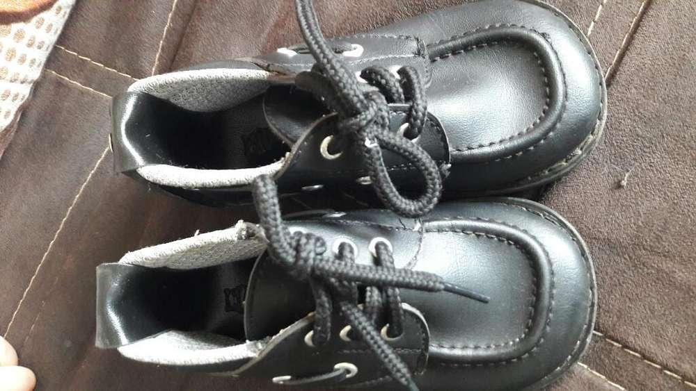 Se Vende Zapatos de Niño Tallas 21al 23