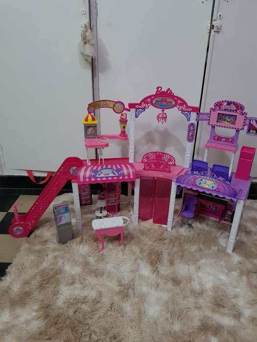 Shopping Barbie Malibu