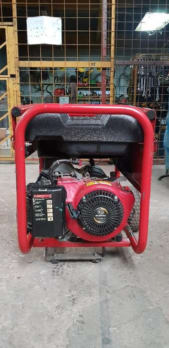 Generador a gasolina Husky de 5000 Watts