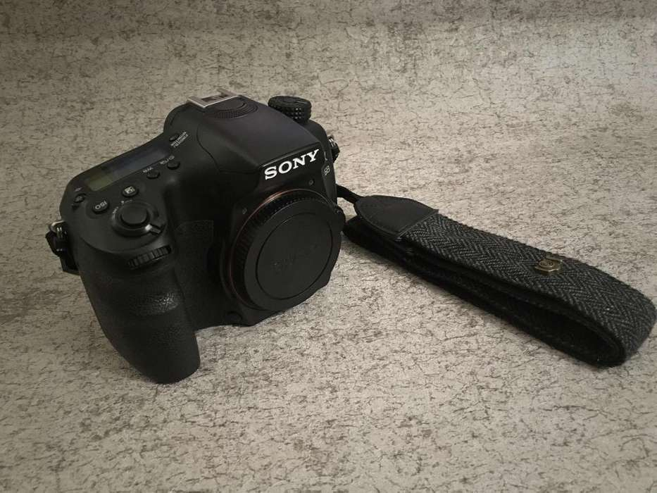 Camara Sony a68