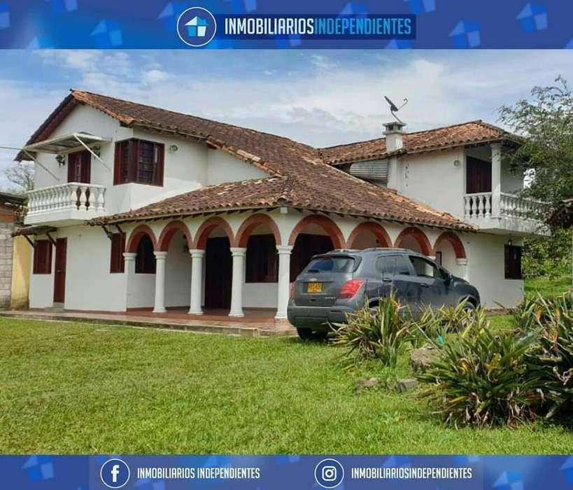 Finca de 2 Casas Y 2 Bodegas en Rionegro