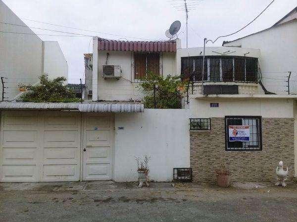 Venta Casa en Alborada 8va Etapa atrás Banco Internacional
