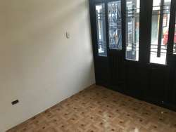 En venta CASA ESQUINERA en Villa Flor con 2 parqueaderos