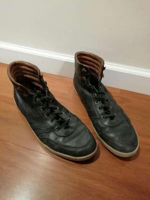 Zapatillas Botitas Cuero Negras Oggi