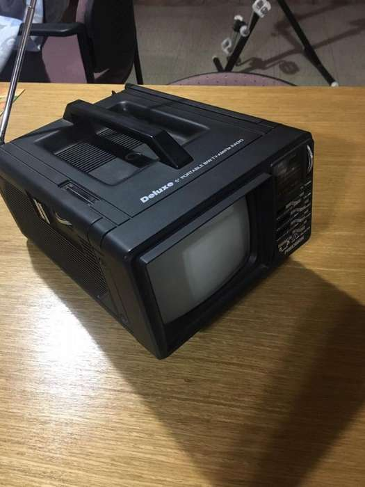 <strong>televisor</strong> y radio portatil