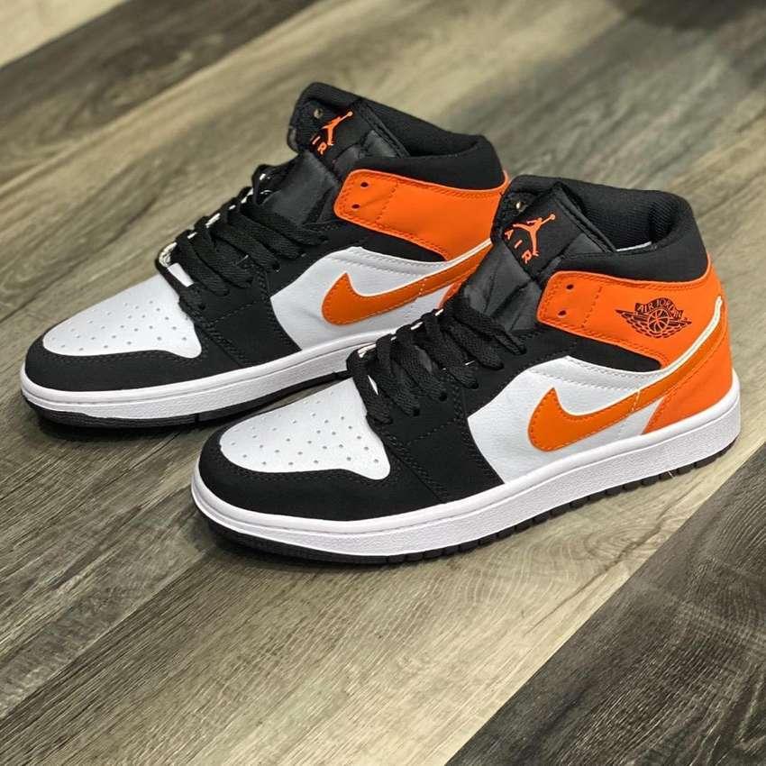 Idear Escarpa transatlántico  Botas Nike Jordan 1 Blanco Negro Naranja Envio Gratis - Zapatos - 1102113511