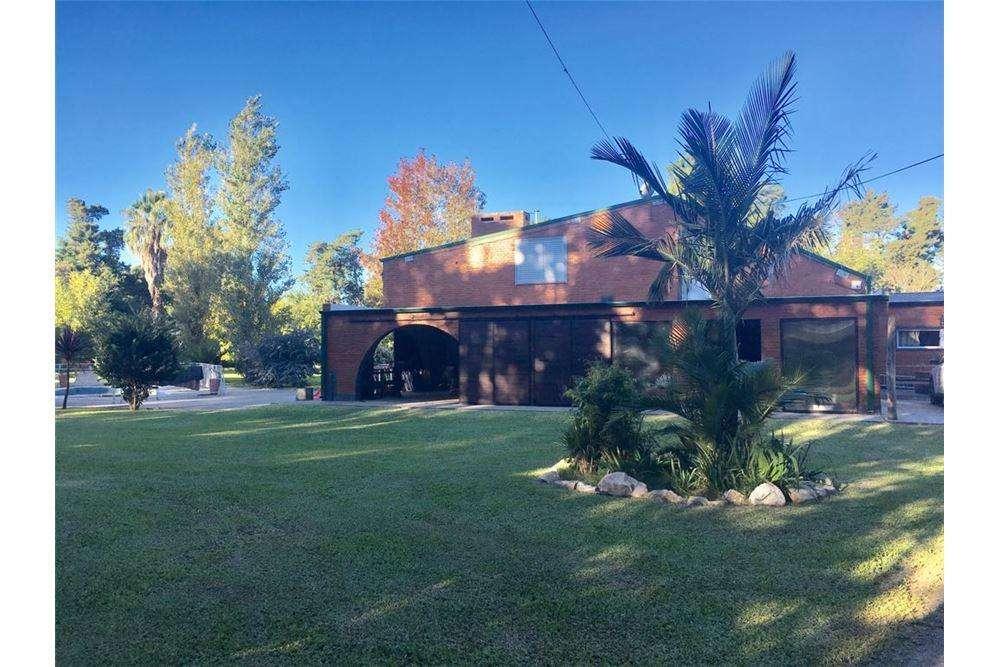 Casa quinta con gran <strong>terreno</strong> en B Anahí