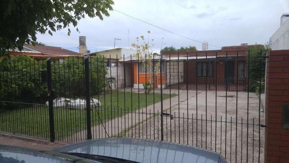 Venta propiedad en block, casa de 3 ambientes más 4 deptos, sobre lote de 10 x 43,30