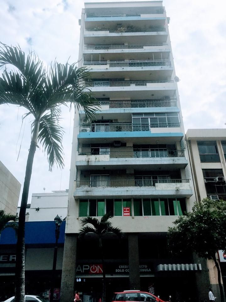 Departamento en Venta, Centro de Guayaquil, Avenida 9 de Octubre, 3 Hab, 2 Ba, 200 Mts2.
