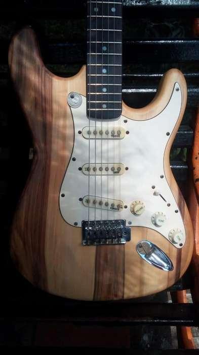 Guitarra Eléctrica Blue Eagle Modelo Stratocaster