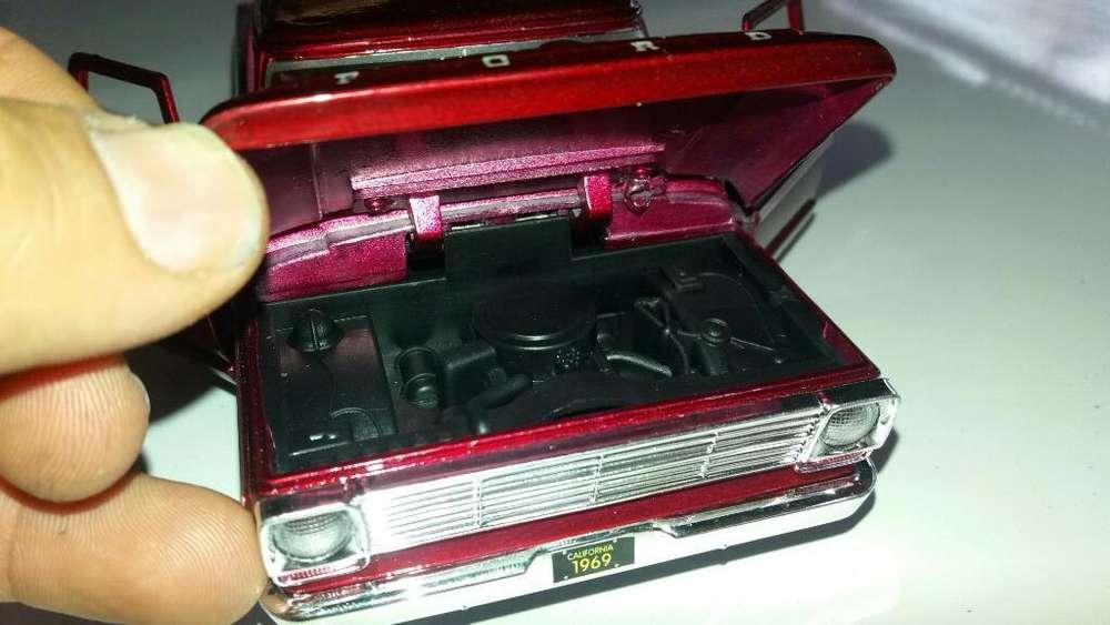Ford 100 Del 68 a Escala 1.24 de 20 Cm