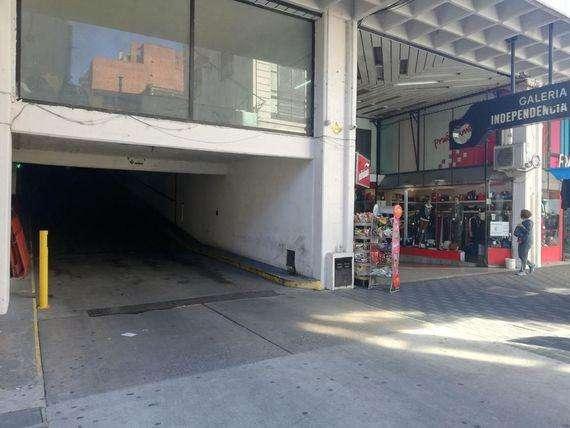 Cochera centrica en alquiler Sarmiento al 900