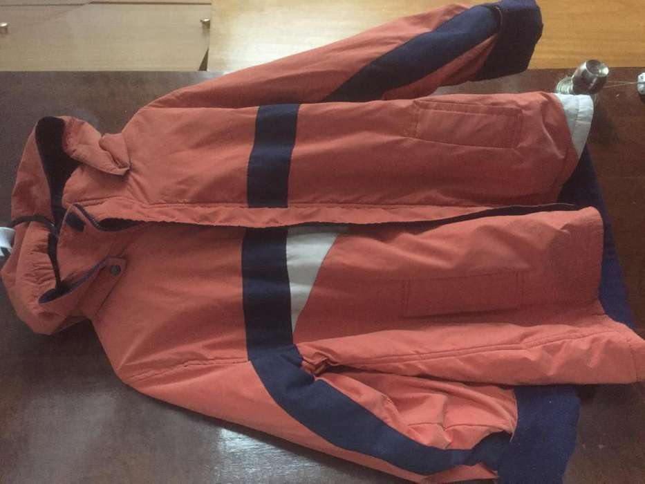 CAMPERON REVERSIBLE IMPERMEABLE CON CAPUCHA