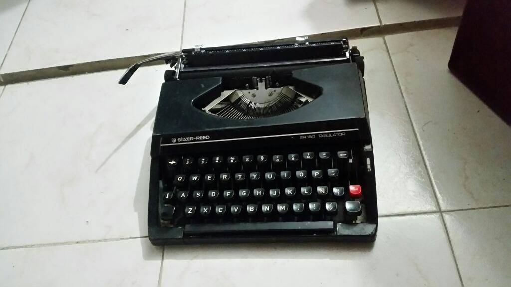 Maquina de Escribir Antigua Como Nueva