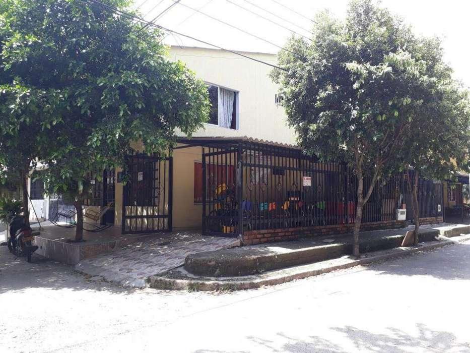 Casa amplia de dos pisos, con aprt independiente - se recibe permuta por casa en villavicencio