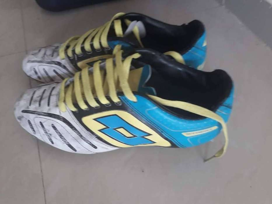 Zapatos de futbol originales